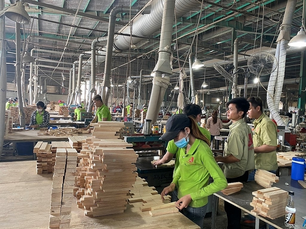 "Binh Duong timber enterprise seeks to ""conquer"" the difficult market"